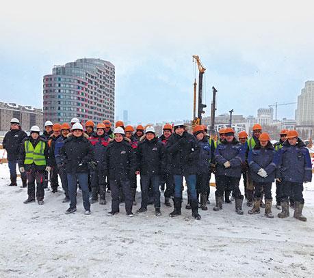 Коллектив Промгражданстрой во время работ на Ледовой арене УГМК в Екатеринбурге